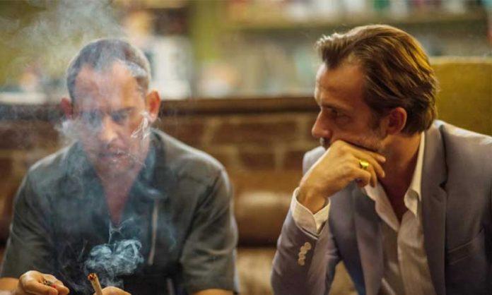 Lommbock-Szene: Moritz Bleibtreu und Lukas Gregorowicz rauchen einen Joint