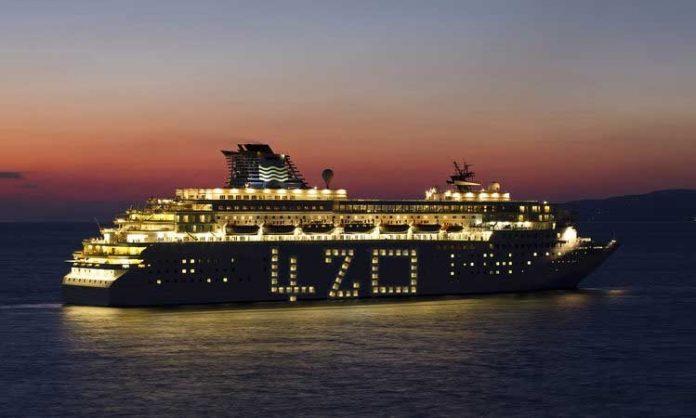 Ein Schiff mit der Zahl 420 auf der Seite