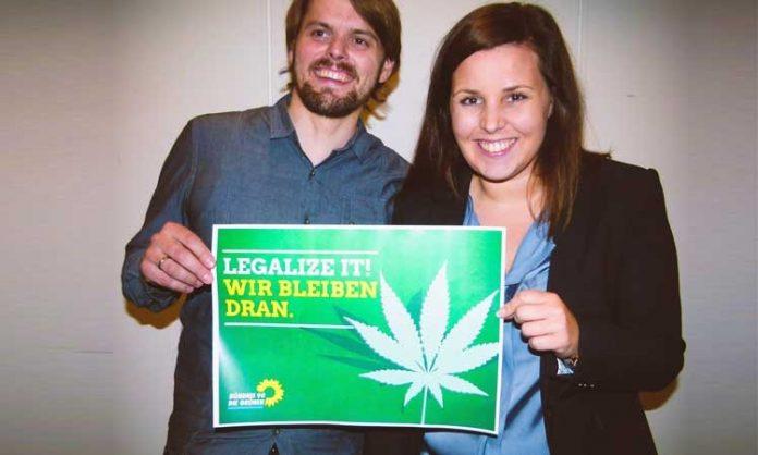 Rechts: Anna Gallina mit Cannabis-Wahlplakat