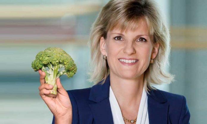 Montage: Daniela Ludwig hält Brokkoli in die Kamera