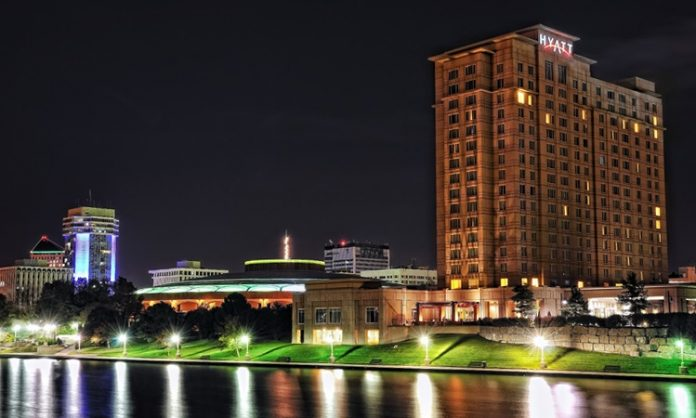 EIne Ansicht von Wichita bei Nacht