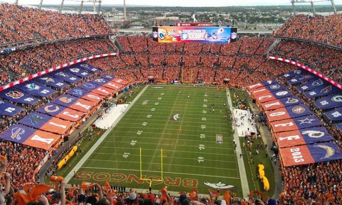 Ein ausverkauftes Football-Stadium