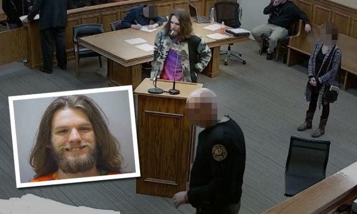 Ein Angeklagter kifft im Gerichtsaal