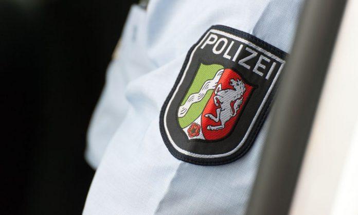 Logo der Polizei NRW auf Uniform