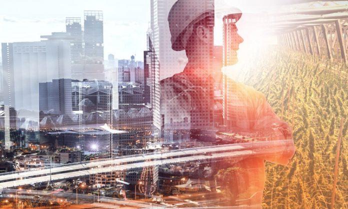 Fotomontage: Eine Stadtansicht, ein Ingenieur und eine Cannabisanlage