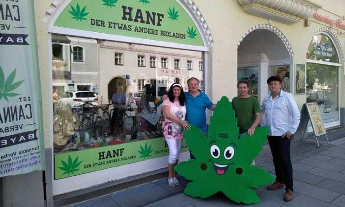 Foto von einer Filiale von Hanf - Der etwas andere Bioladen mit Besitzer Cerveney und Personal