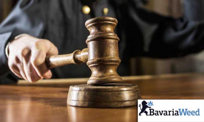 Richter gegen Hanfblatt-Logo